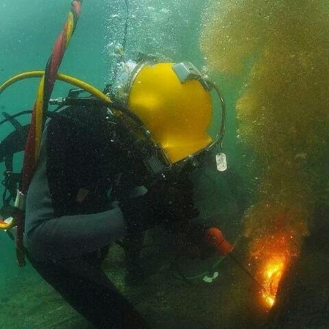 Underwater repairs in panama