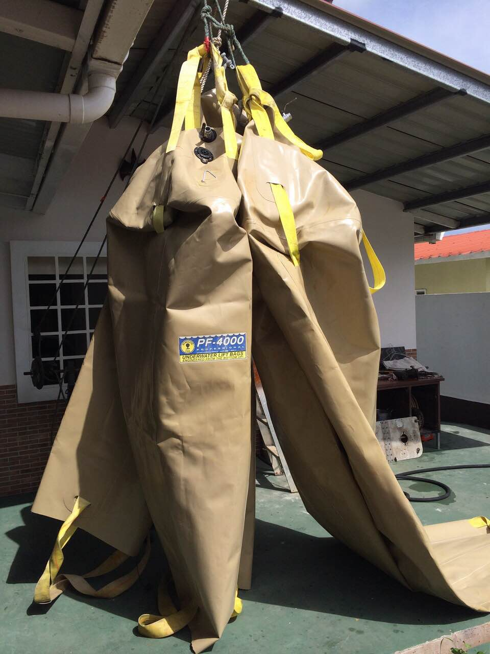 Lifting bags for salvage in panama